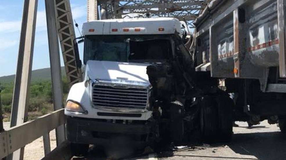 Major crash halts traffic on Highway 90 in Uvalde County | WOAI