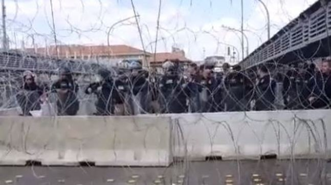 Laredo border entry closed after large group of migrants