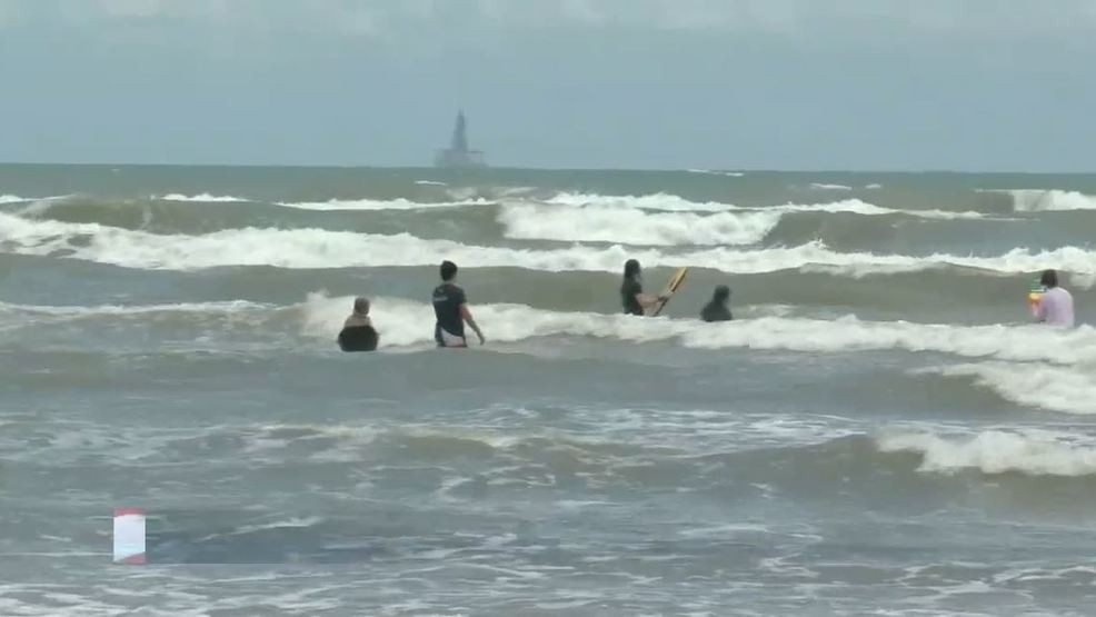 A look at the results of fecal bacteria levels in Texas beaches | WOAI