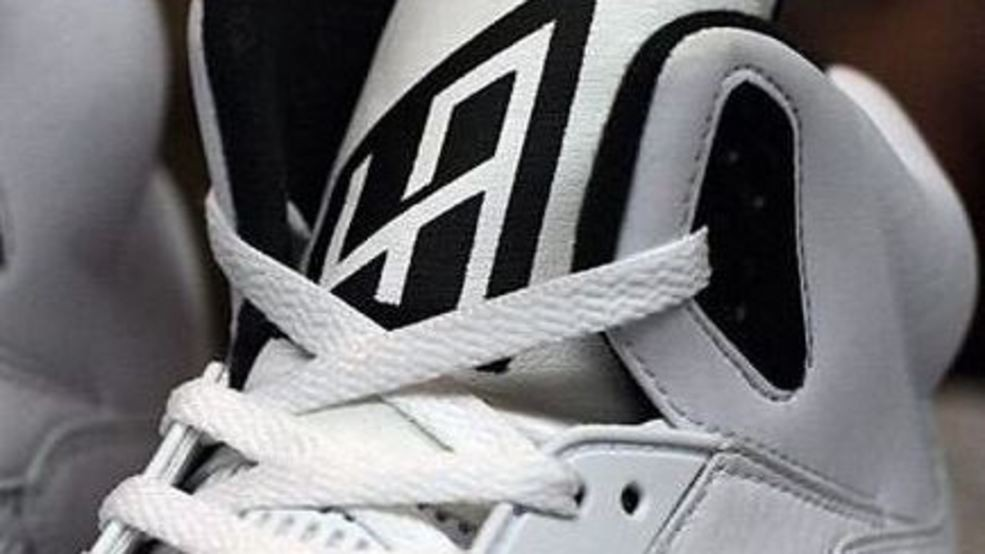 2edbd9f2cf LOOK  Check out these awesome LaMarcus Aldridge custom sneakers